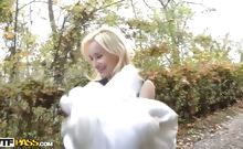 Young nude girl in amateur porno