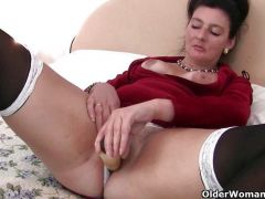 Two grannies double toying their holes
