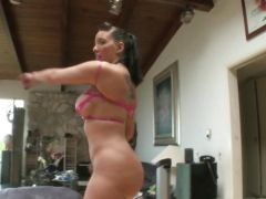 Hottie Kelly Divine\'s brown eye swallows up a butt plug